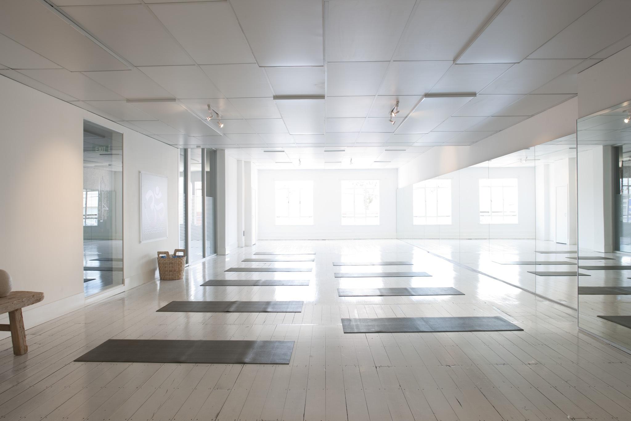Yoga-Studio-Etiquette-The-7-Deadly-Sins-Class-Yoga