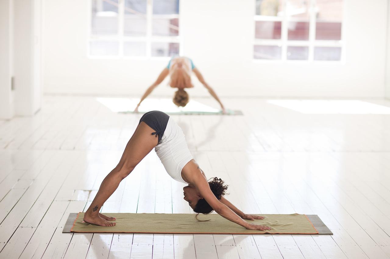 yoga-class-etiquette-dressing-appropriately