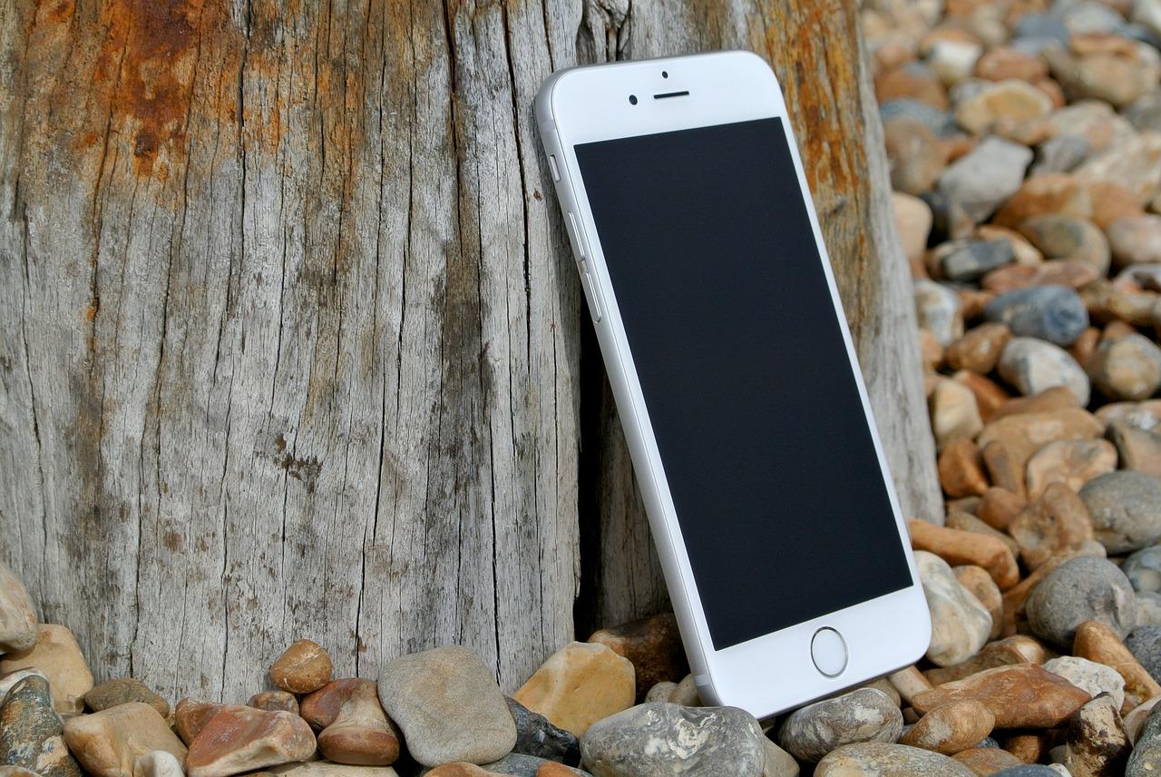yoga-class-etiquette-phones-wearable-tech